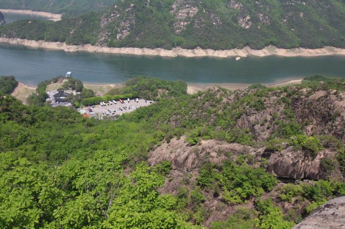 충주호 : 제비봉 (월악산 국립공원)
