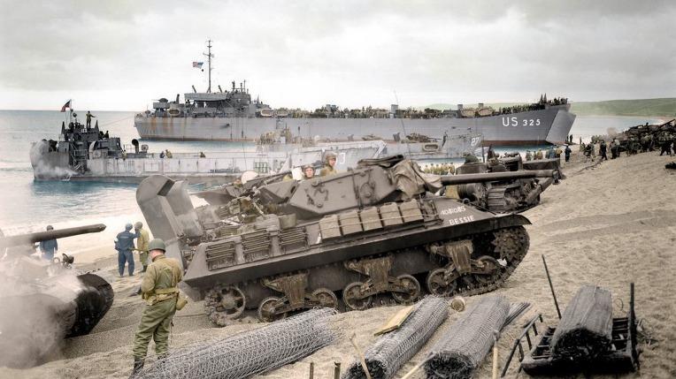 미군 M10 울버린 구축전차의 접이식 보조 캐터필러 행거  - US Army M10 Wolverine Tank Destroyer folding spare caterpillar hanger
