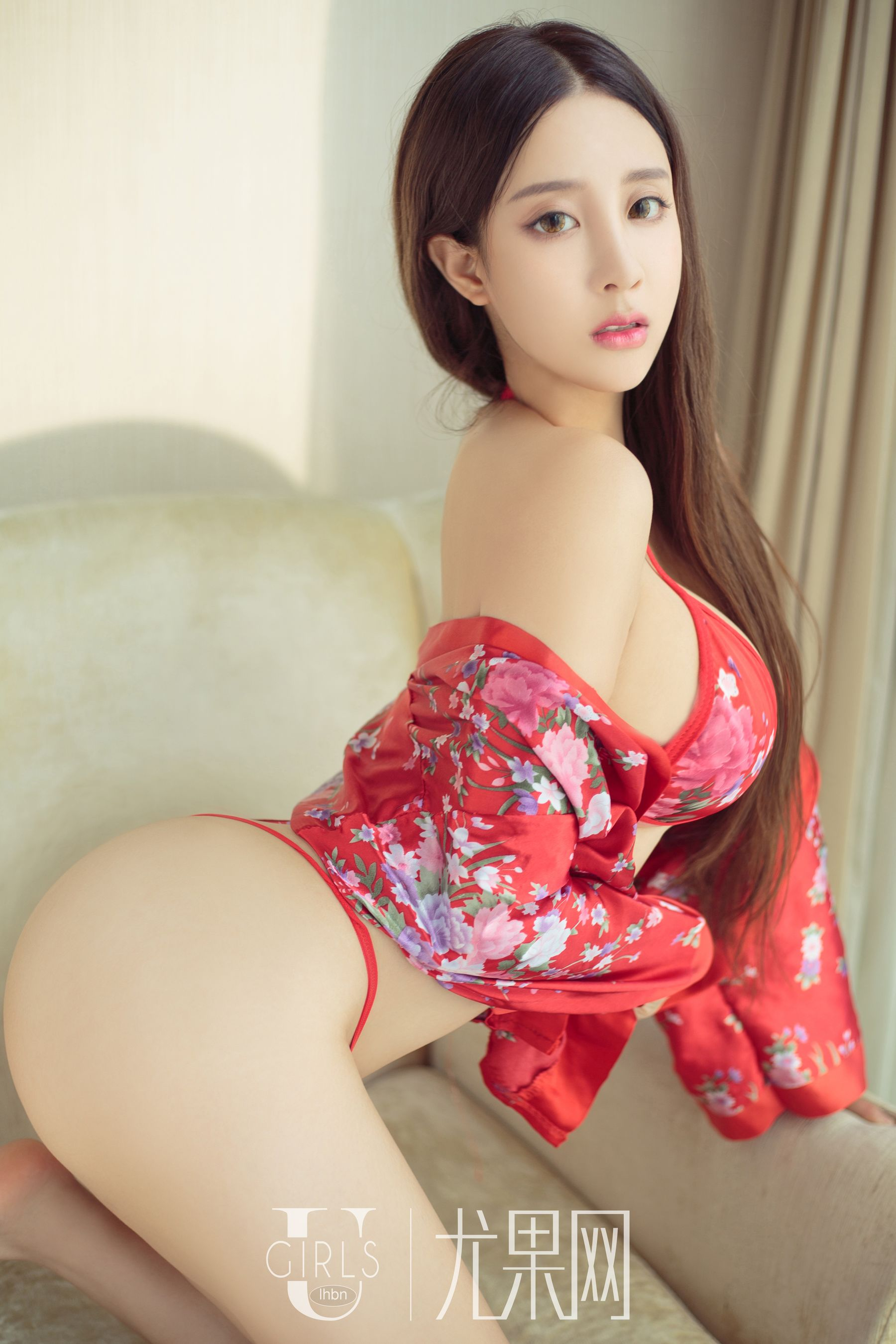 hot wearing curvy Chinese glamour